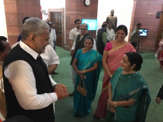 Pleasantry exchange with Hon\'ble EAM Smt. Sushma Swaraj ji